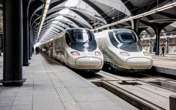 Locomotoras AVE en el viaje inaugural entre Medina y La Meca.