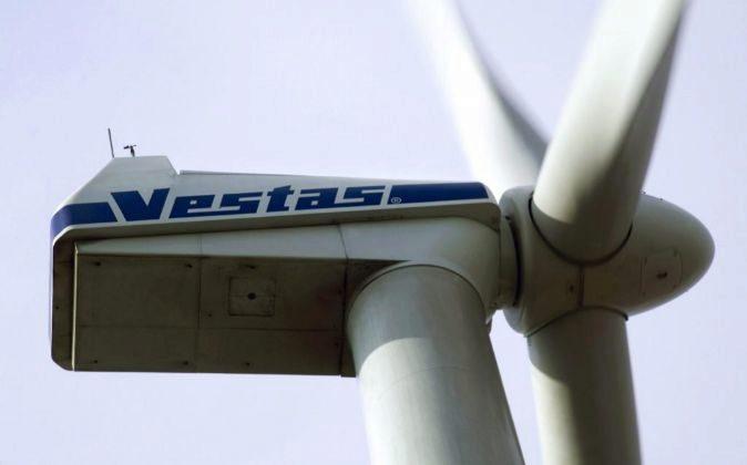 Fotografía de archivo fechada en 2006 que muestra un molino de viento...
