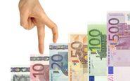 Escalera de billetes de euro.