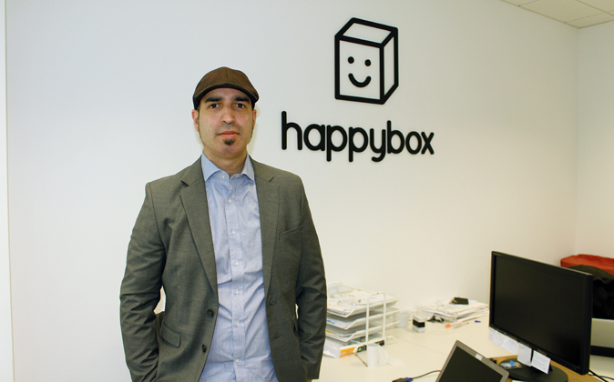 El CEO de Happy Box, Chris Orejuela en la sede de la empresa en el...
