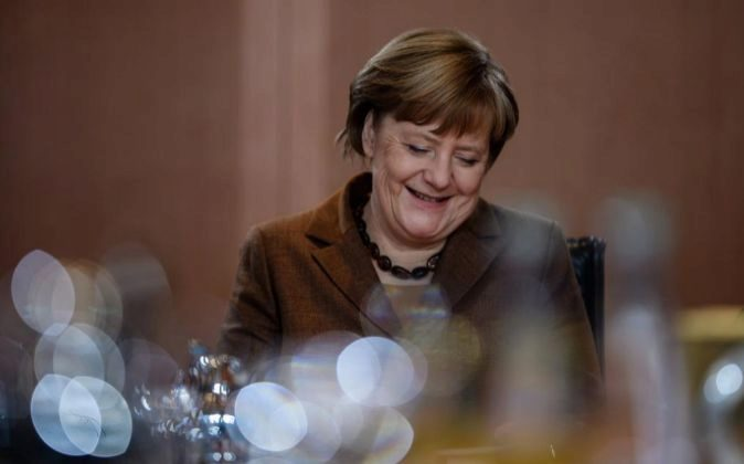 La canciller alemana, Angela Merkel, asiste al Consejo de Ministros...