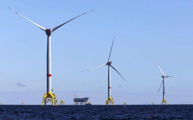 Foto de recurso de un parque eólico marino.