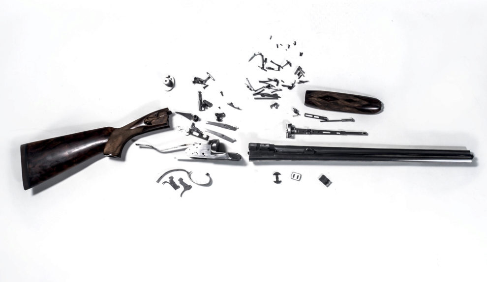 Despiece del centenar de piezas de un riffle Express Garbi calibre 500...