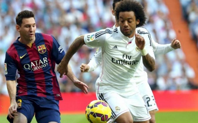 El defensa brasileño del Real Madrid Marcelo Vieira (derecha), en una...