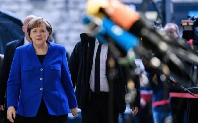 La canciller alemana y líder del bloque conservador, Angela Merkel,...