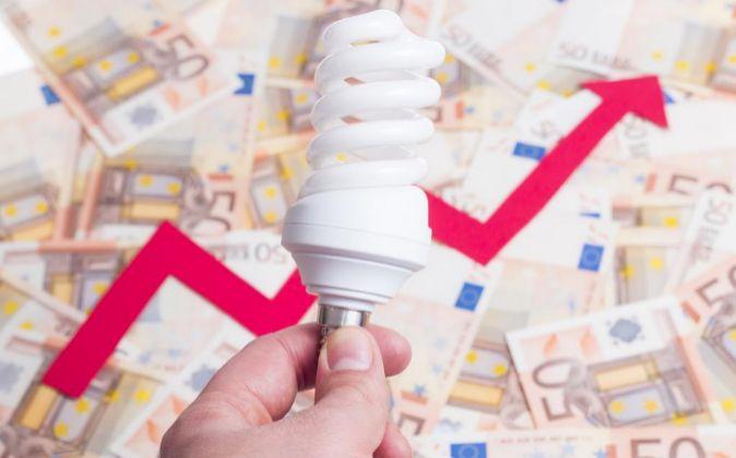 La luz subió un 9,5% el pasado año, según Competencia.