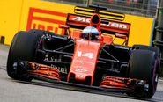 Fernando Alonso a los mandos de su McLaren de 2017.