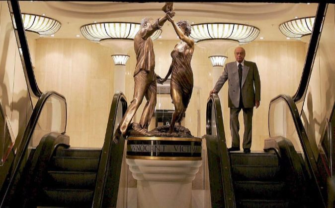 """Escultura llamada """"Víctimas inocentes"""" (Innocent Victims)..."""
