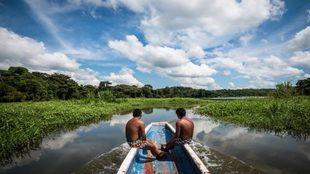 """Dos miembros de la comunidad indígena """"embera querá""""..."""