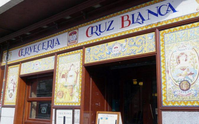 Fachada de la Cervecería Cruz Blanca.