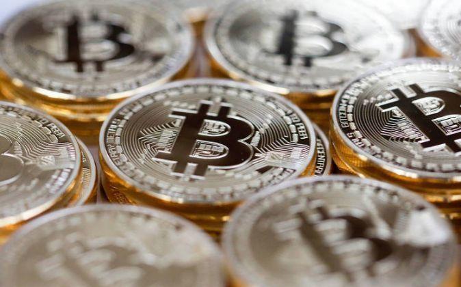 El bitcoin se desinfla un 40% desde sus récords