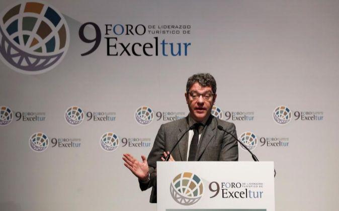 El ministro de Energía y Turismo, Álvaro Nadal, durate su...