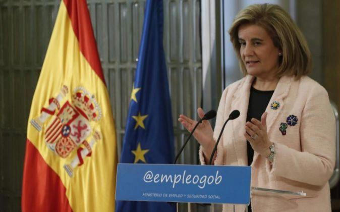 La ministra de Empleo y Seguridad Social, Fátima Báñez, durante el...