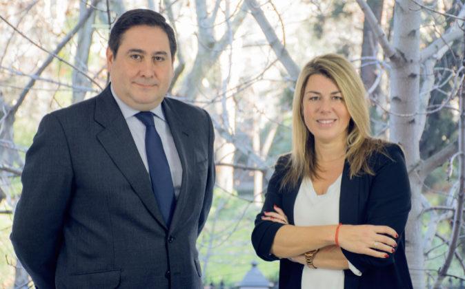 Pedro Navarrete, socio director de DJV Abogados, e Isabel Meca, nueva...