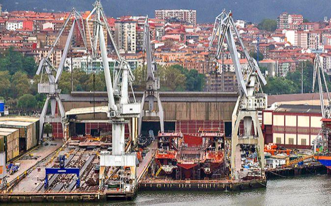 Vista del astillero La Naval de Sestao.