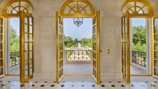 Mármoles y materiales de primera calidad revisten el Château Louis...