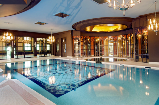 Indoor swimming pool, one of the amenities that were added in the integral reform of the castle.