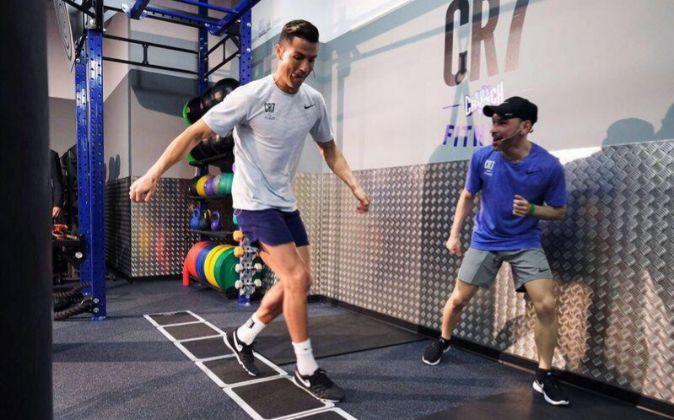 Ronaldo entrenando en uno de los dos gimnasios que la marca CR7 Crunch...