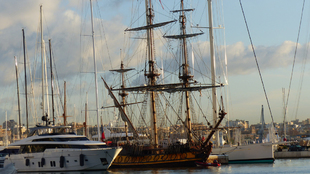 La embarcación clásica también visitó la base de Marina Palma...