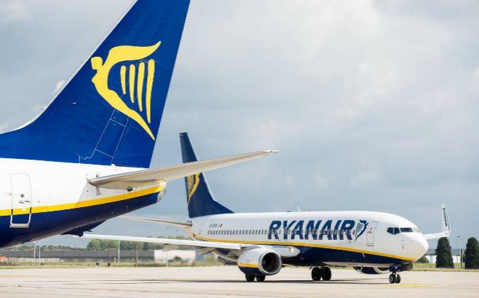 Dos aviones de la aerolínea irlandesa Ryanair.