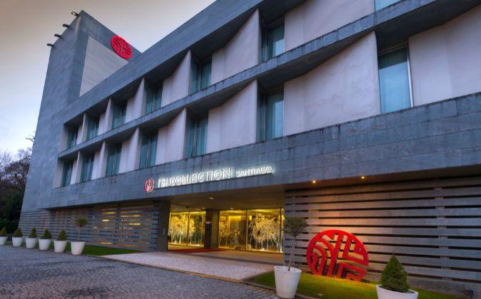Fachada del hotel NH Collection en Santiago.