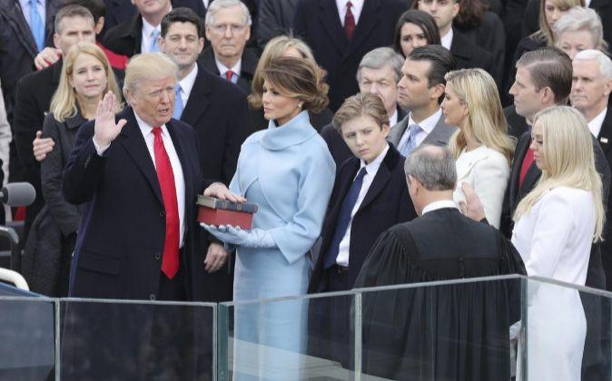 Donald Trump  jura como 45º presidente de los Estados Unidos.
