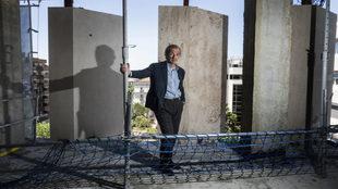 El arquitecto Rafael de La-Hoz, 62 años, en uno de los apartamentos...
