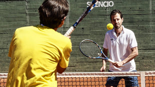 Clavet, durante una sesión en las pistas del Club de Tenis Chamartín...