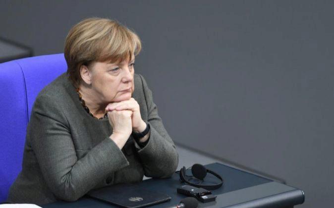 La canciller alemana, Angela Merkel, asiste a una sesión conjunta de...