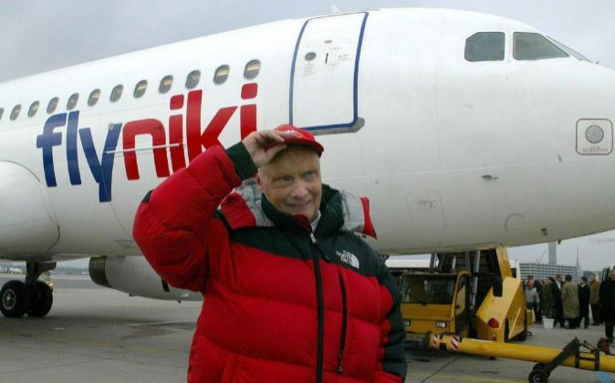 Foto de archivo del ex-campeón del mundo de Fórmula 1, Niki Lauda,...