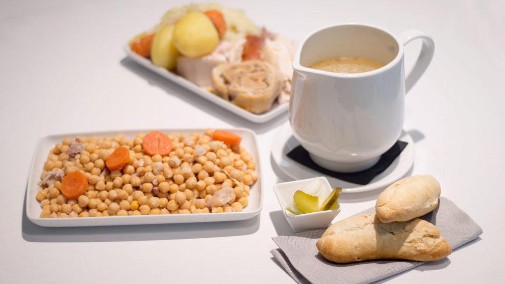 Platos que componen el cocido del Hotel Indigo Madrid Gran Vía,...