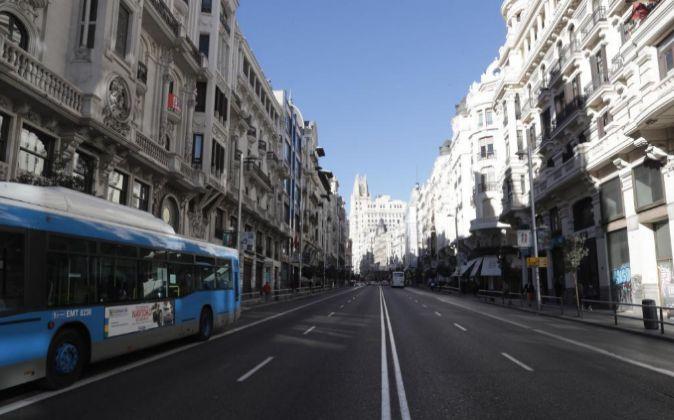 Vista de la Gran Vía desde la calle Alcalá, en Madrid.