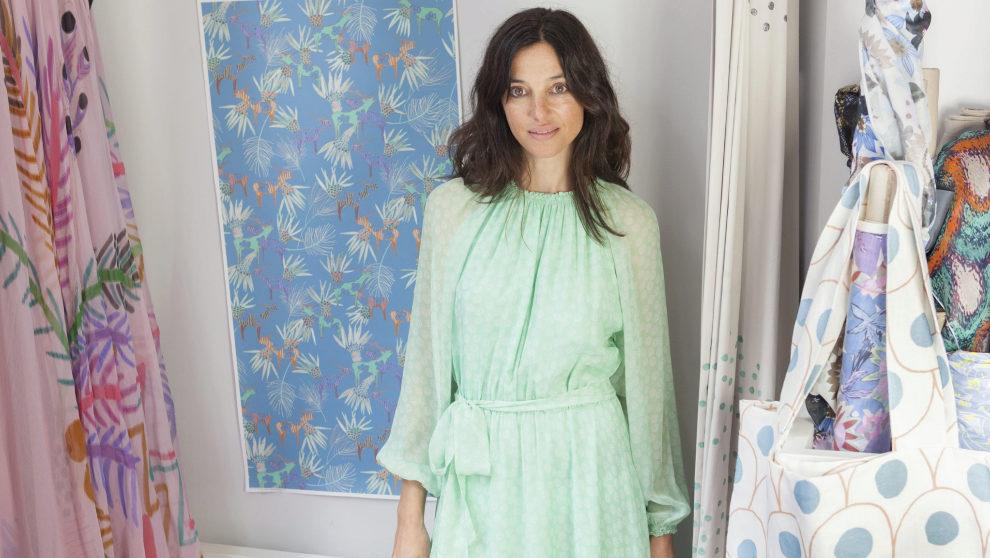 La diseñadora y ex-modelo catalana. 45 años, en su tienda-taller de...