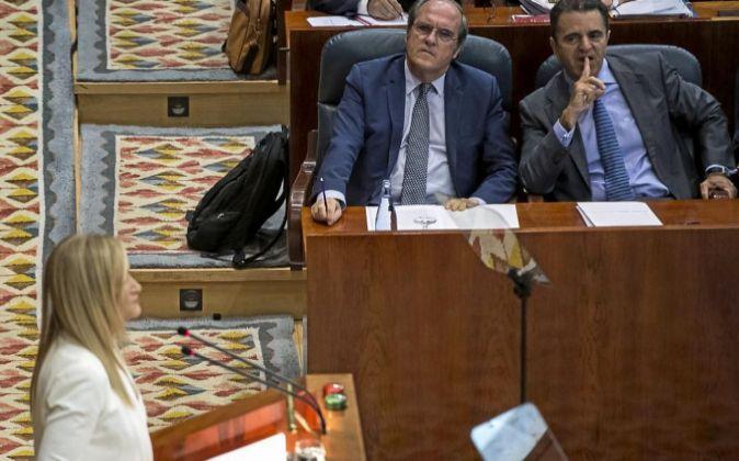 a presidenta de la Comunidad de Madrid, Cristina Cifuentes, durante su...