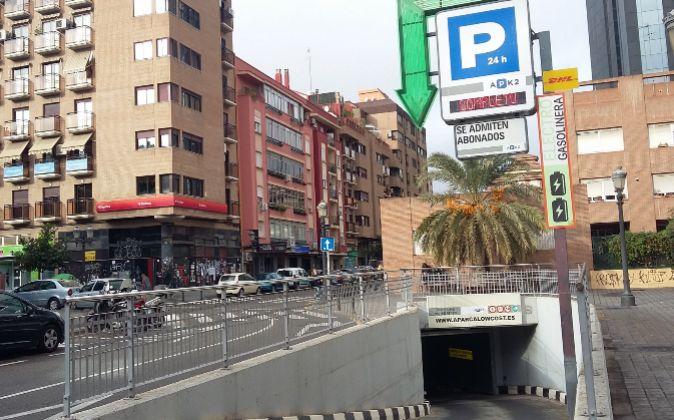 Uno de los párkings traspasados, con el rótulo de APK2, en Valencia.