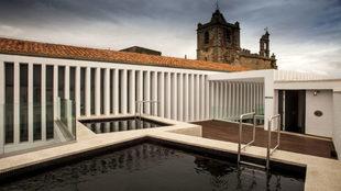 Piscina ubicada en la terraza del hotel restaurante Atrio Relais &...