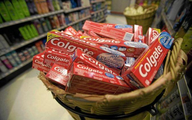 Pasta de dientes de Colgate.