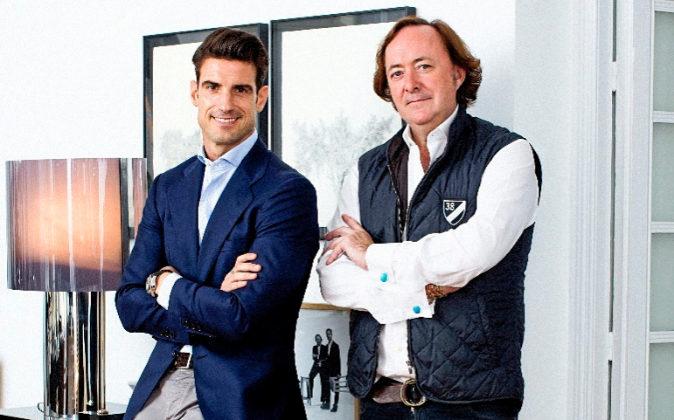 El exfutbolista y emprendedor Aitor Ocio, junto al interiorista Tomás...