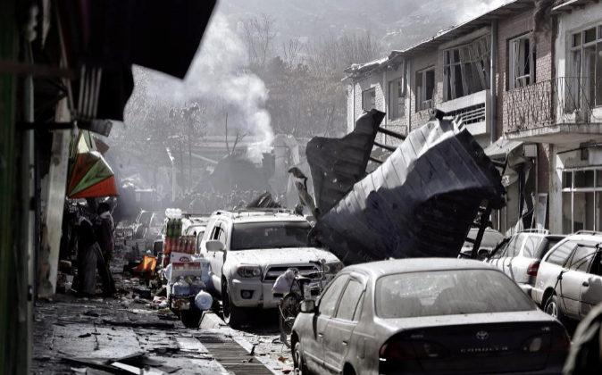 El lugar del atentado en Kabuk, Afganistán.