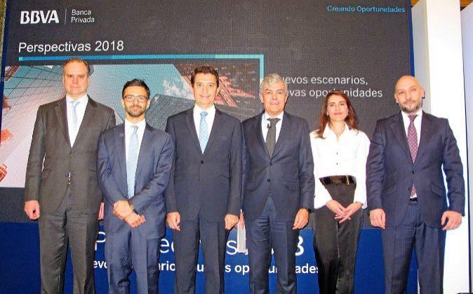 De izquierda a derecha, Enrique Marazuela, director de inversiones de...