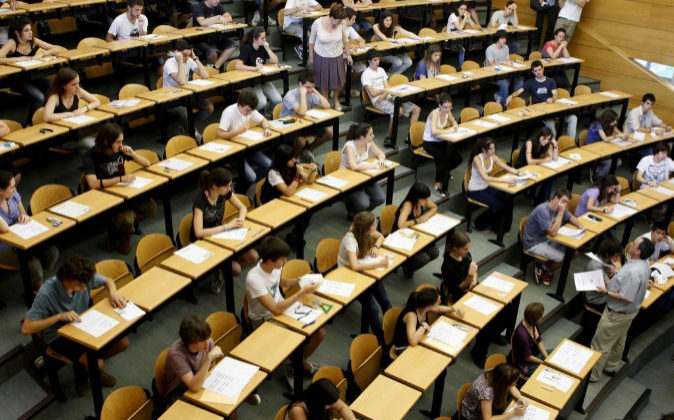 Vista general del aula magna de la Facultad de Odontología en la...