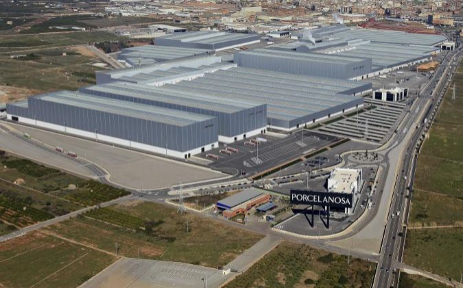 El complejo industrial de Porcelanosa en Vila-real. A la izquierda en...