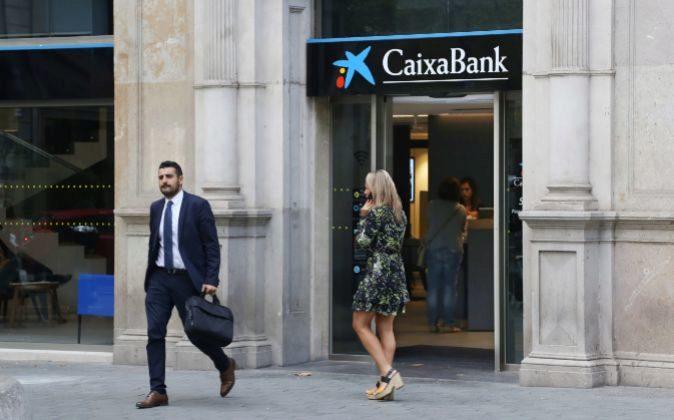 Caixabank establece todos sus contenidos digitales bajo la for Oficinas caixabank madrid