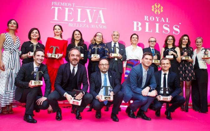 Foto de familia de los premiados junto a Olga Ruiz, directora de...