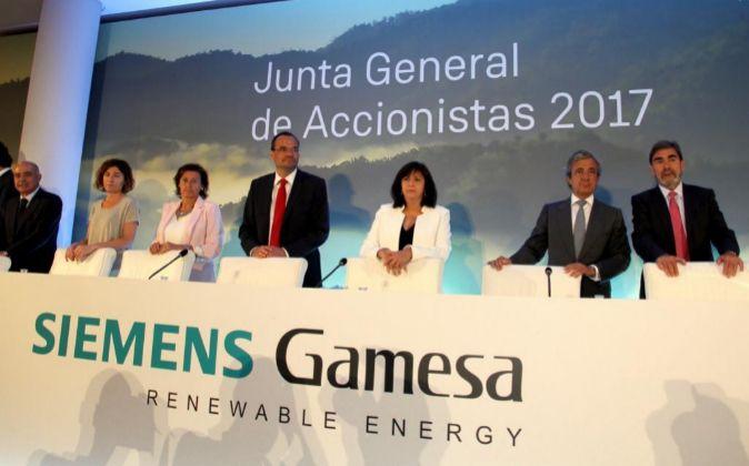 Junta de accionistas de Siemens Gamesa. En el centro, su presidenta...