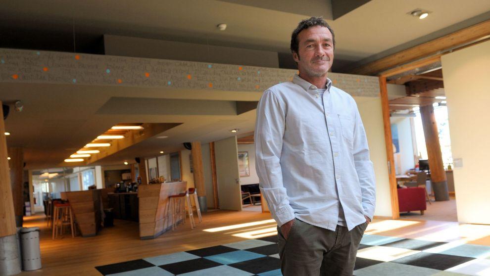 Pierre Agnés, posando en las oficinas de Quiksilver.