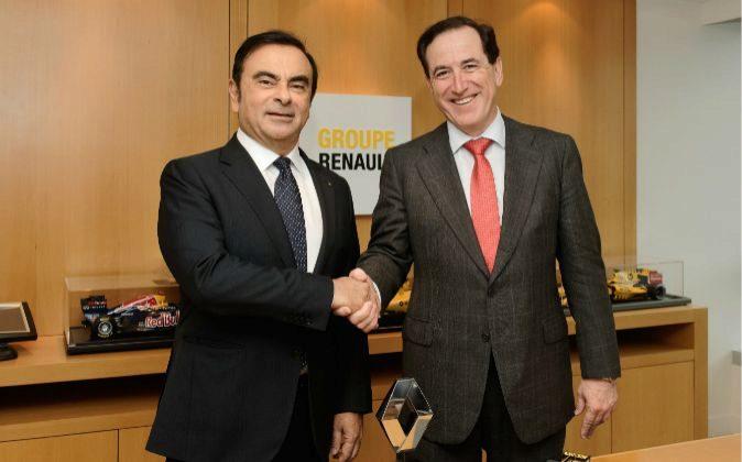 De izquierda a derecha, Carlos Ghosn y Antonio Huertas, presidentes de...