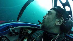 Javier Bardem, observa los fondos del océano Antártico desde un...