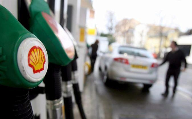 Foto de archivo de una gasolinera de Shell en Londres (Reino Unido).