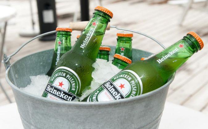 Cubo de cerveza de Heineken.
